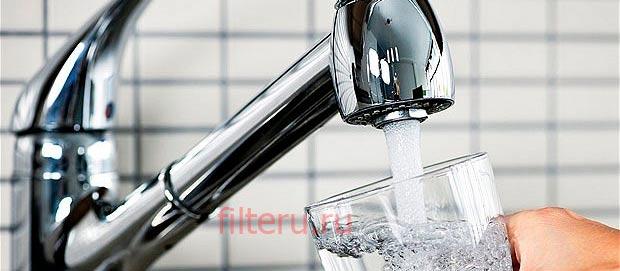 Стоит ли пить воду из-под крана
